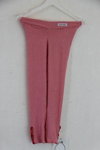 Tights i stripet jersy stretch, med bånd og knapper til detaljer på føttene.